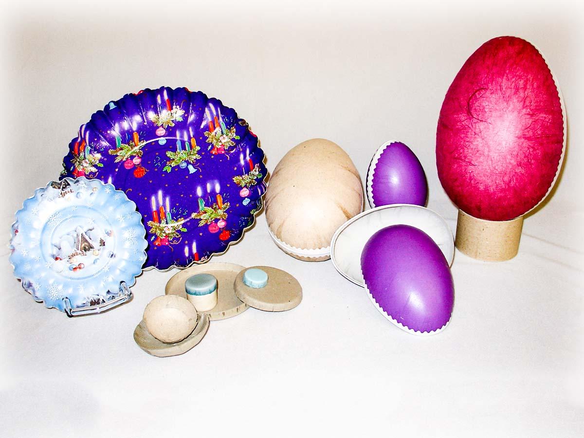 Stanz- und Ziehteile, hier als Ostereier in verschiedenen Farben und Papierteller
